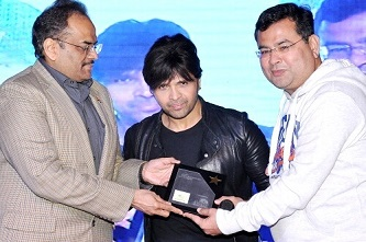 Himesh Reshamiya honored at aryans